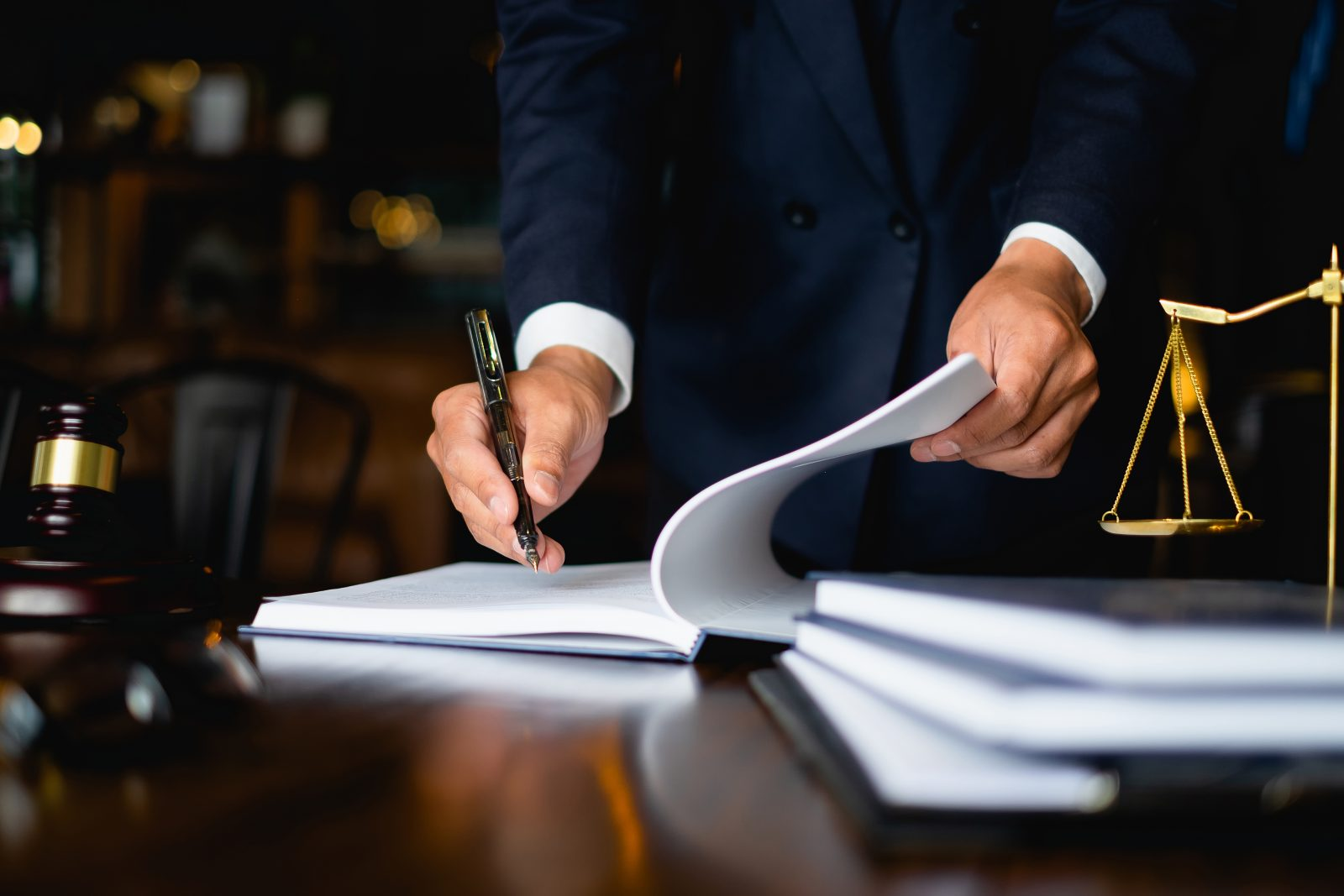 Юридическая деятельность в картинках
