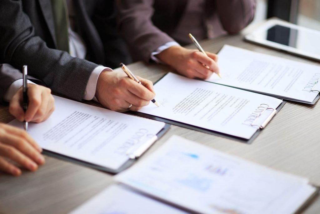 Договори і правочини Послуги юристів з комерційного права